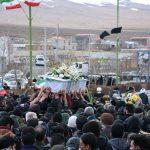 شهید روح الله بابایی بر روی دستان مردم شهید پرور بخش میمه تشییع شد