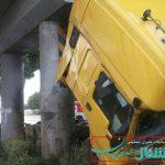 واژگونی یک دستگاه تریلر در مسیر اصفهان شاهین شهر